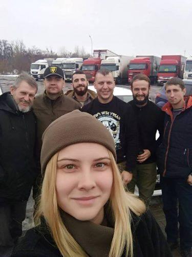 """""""Буржуйки"""", маскувальні сітки та смаколики: черкаські волонтери відвідали бійців на Сході (фото)"""