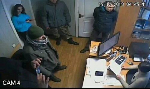 До сільської ради на Черкащині увірвались невідомі з обшуками