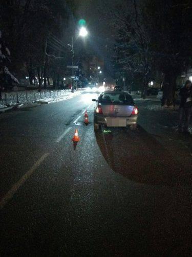 У Черкасах водій скоїв наїзд на жінку з двома дітьми (фото)