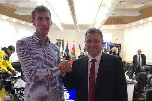 Міністр внутрішніх справ України нагородив черкаського курсанта-рятувальника