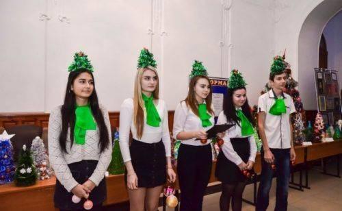 На Черкащині відбулося відкриття виставки оригінальних ялинок (фото, відео)