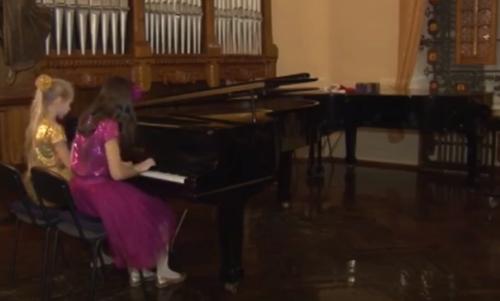 У Черкасах відбувся благодійний концерт на підтримку 12-річного хлопця (відео)