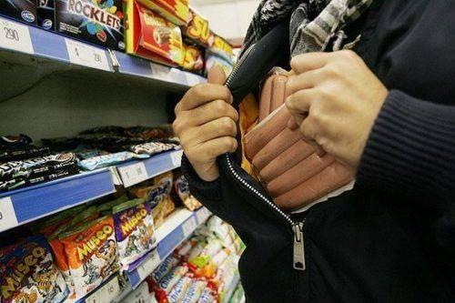 У Черкасах затримали чоловіка, який двічі обікрав супермаркет