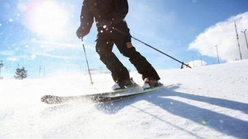 На Черкащині чоловік прив'язав себе до позашляховика, щоб покататися на лижах (відео)