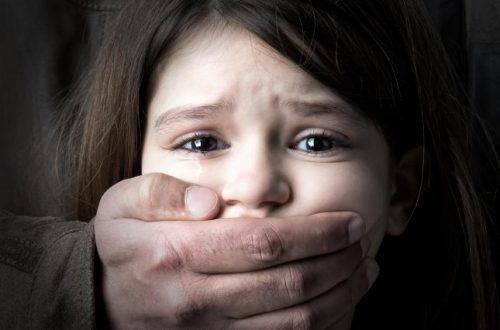 """Дідусеві """"ігри"""": історія 10-річної дівчинки, яка страждала від сексуальних домагань"""
