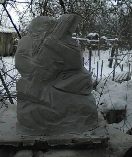Скульптор з Черкащини працює над скульптурою козака Мамая