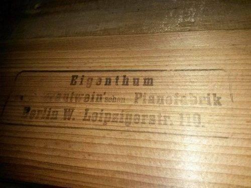 Черкащанка передала до музею раритетне німецьке піаніно