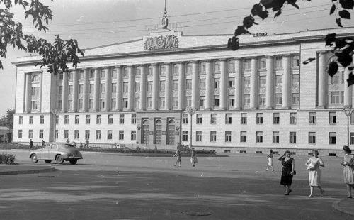 Черкащині – 65: яким було перше десятиліття нової області