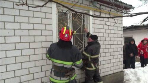 На Черкащині рятувальники допомагали пенсіонерці вибратися із власного будинку