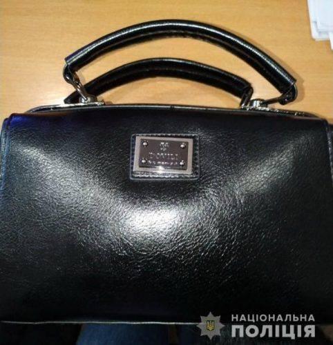 На Черкащині молодик викрав сумку з дому нової знайомої