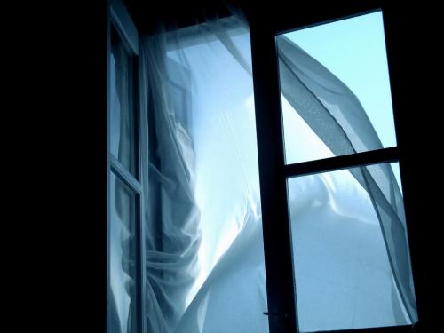 Черкащанин випав із вікна за невстановлених обставин