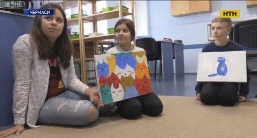 Черкаські дітлахи створили календар із котами, щоб допомогти чотирилапим