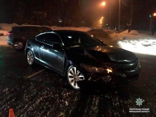 У Черкасах водій Honda хотів проскочити на червоне світло і протаранив Audi, є постраждалі
