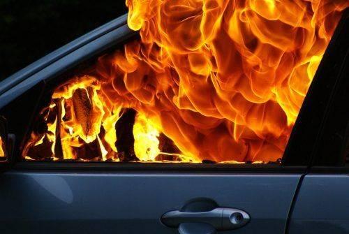 У Черкасах на Митниці невідомі підпалили джип