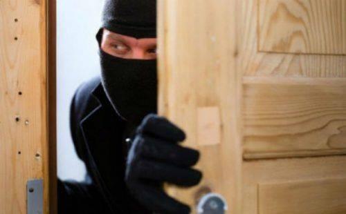 На Черкащині затримали чоловіка, який викрав два вікна з будинку