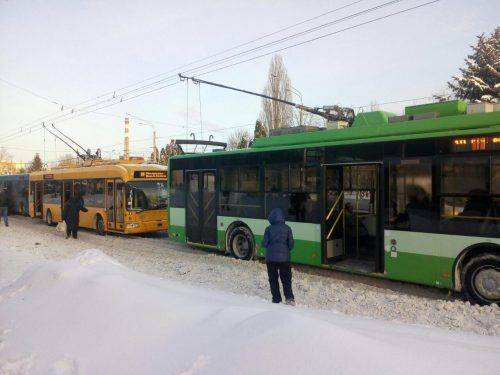 В одному із районів Черкас зупинено рух тролейбусів (фотофакт)