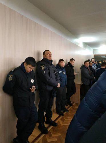 На сесію міськради в Черкасах прибуло близько 100 поліцейських