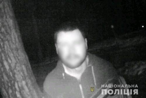 У Черкасах чоловік ударив охоронця магазину та намагався вихопити зброю в працівника поліції (відео)