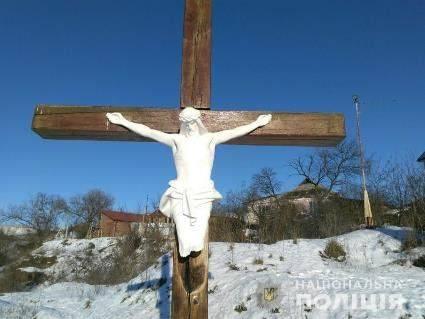 Вандалам, що пошкодили розп'яття Христа, хочуть замінити запобіжний захід