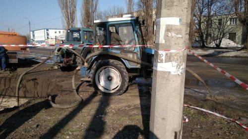 Через аварію на колекторі в Черкасах забруднено майже два гектари землі (фото)