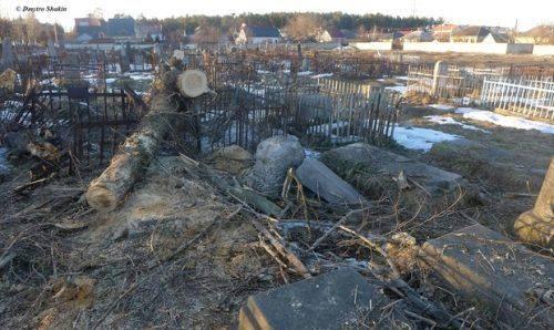 """""""Державний вандалізм"""": візит комунальників на кладовище у Черкасах нагадує наслідки війни (фото)"""