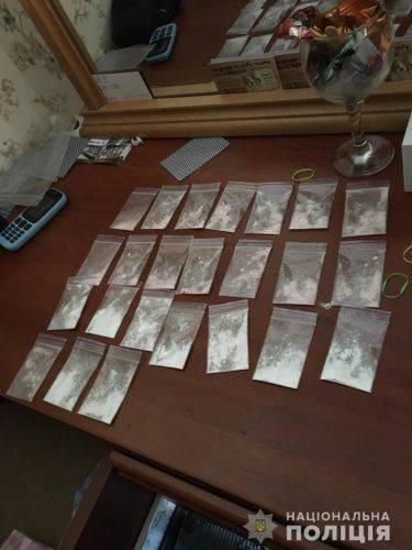 У черкащанки знайшли наркотики та вогнепальну зброю (фото)