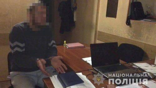 Збив із ніг і лупцював до приїзду поліції: Черкащанин жорстоко побив одесита на зупинці