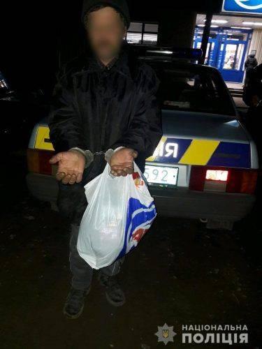 На Черкащині чоловік намагався пограбувати магазин, щоб докупити алкоголь (відео)
