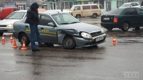У Черкасах сталося ДТП, в якому водій порушив правила кермування