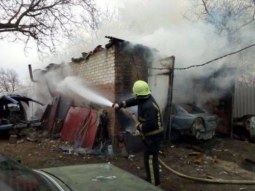На Черкащині внаслідок пожежі автомобіля постраждали батько з сином (фото, відео)
