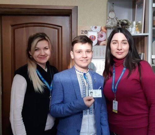 Черкаський школяр отримав першу ID-карту