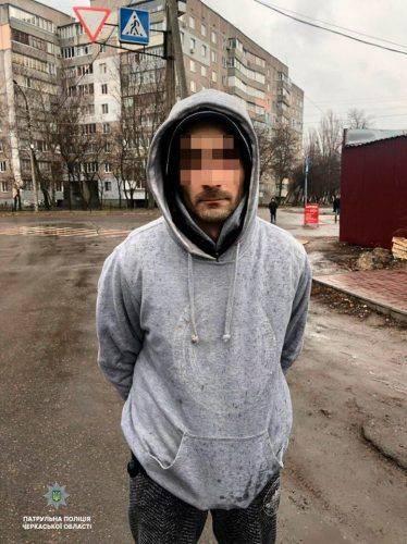 У Черкасах затримали чоловіка з наркотиками