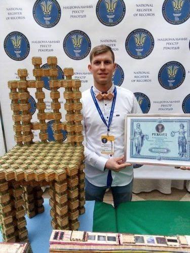 Черкащанин склав стілець із сірників та встановив Рекорд України (фото)
