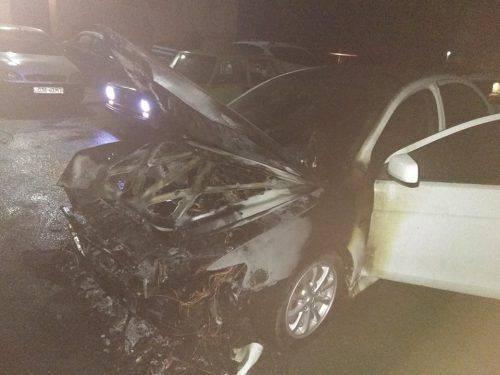 У Черкасах під час стоянки загорівся автомобіль