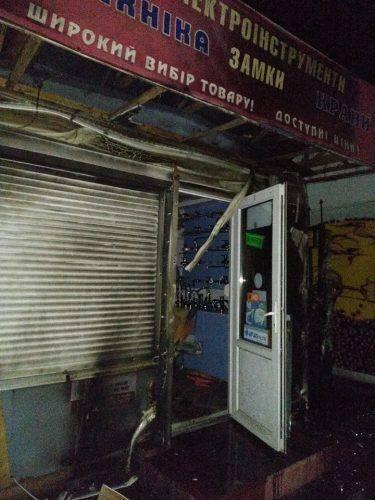 У Черкасах горів торгівельний кіоск, одна із версій - підпал (фото)