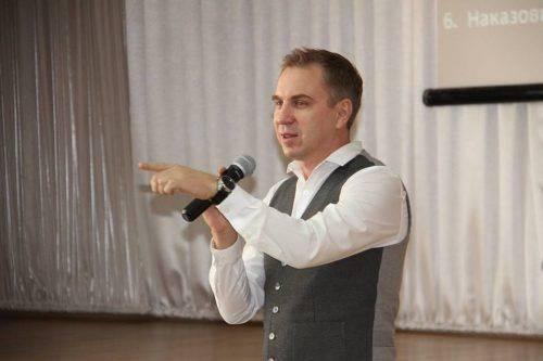 Відомий український мовознавець провів лекцію для черкаських гімназистів