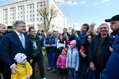 «Українців має бути більше»: до Черкас приїждав Порошенко (фото)