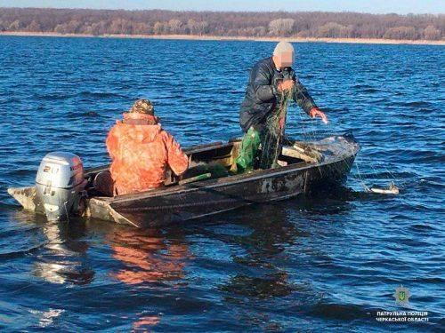 Черкаські патрульні затримали рибних браконьєрів (фото)