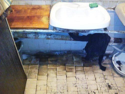 """""""Замість каналізації - миски й тазики"""", - черкасці скаржаться на умови проживання (фото)"""