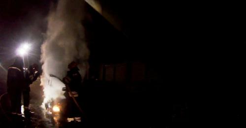 Уночі в Черкасах через підпал горіли три автівки (фото, відео)