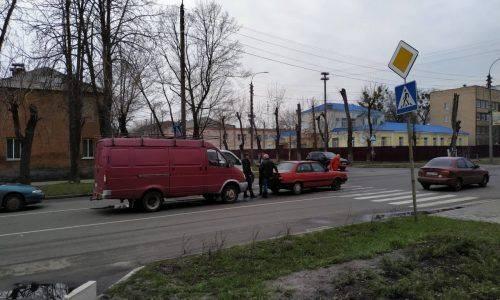 У Черкасах на перехресті зіштовхнулися два автомобілі (фото)