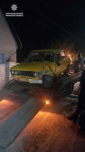 У Черкасах п'яний водій в'їхав у поруч припарковані автомобілі (фото)