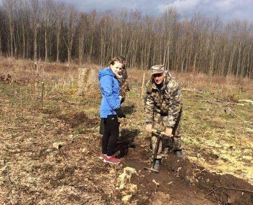 На честь загиблого учасника АТО на Черкащині висадили пам'ятний дубовий ліс (фото)