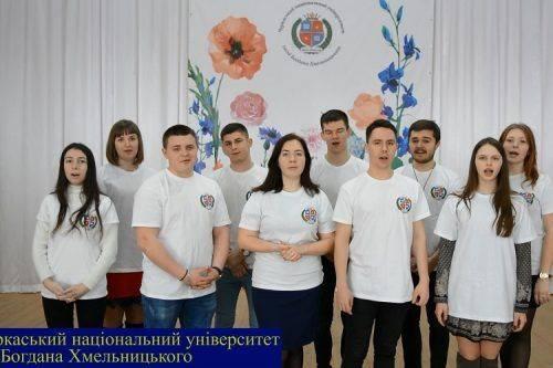 Студенти Черкащини разом прочитали вірш Кобзаря (відео)