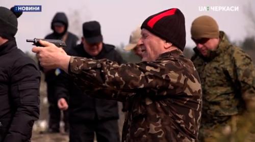 Черкаських резервістів навчали стріляти (відео)