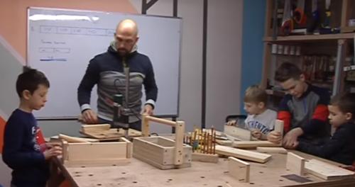 Юних черкасців навчають безкоштовно теслярської справи (відео)
