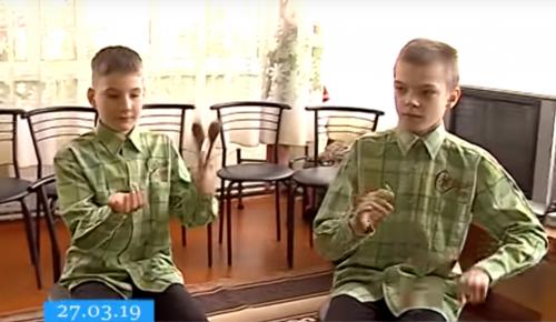 Черкаські діти з вадами зору грають в ансамблі на ложках (відео)