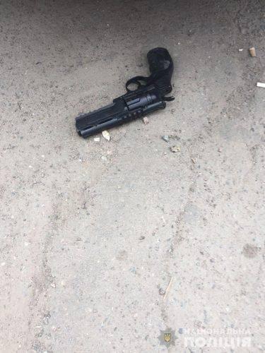 У кафе на Черкащині чоловік погрожував всіх розстріляти револьвером