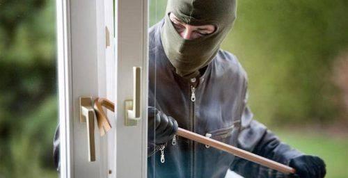Вибив вхідні двері та проник до будинку: На Черкащині молодик пограбував 80-річного дідуся