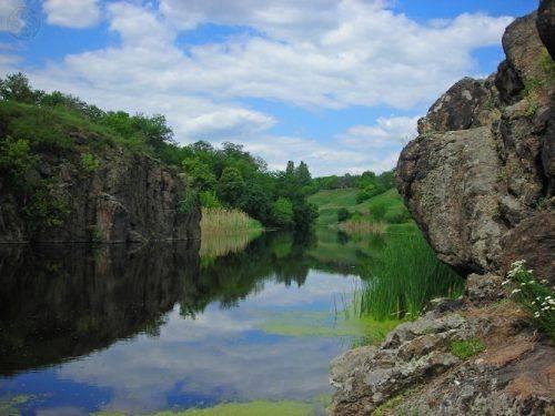 Дивовижні пейзажі та рідкісні рослини: В області облаштовують унікальний каньйон, який входить до «Семи чудес Черкащини»